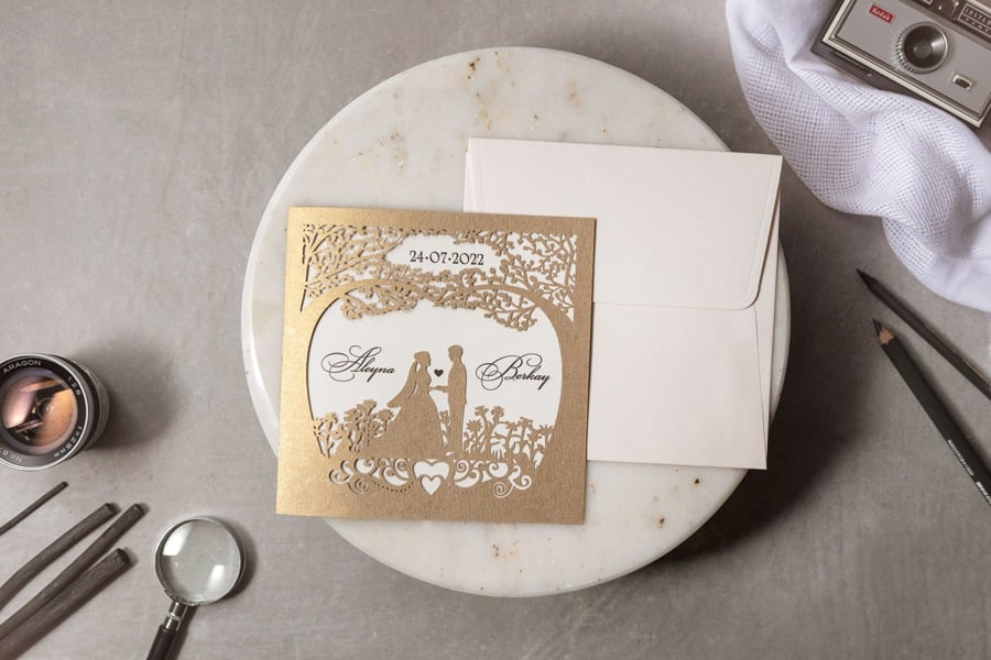 Wedding Davetiye 8325, Lazer Kesimli, Gelin ve Damat Figürlü Davetiye